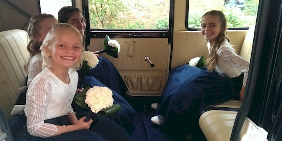 Bramwith limousine and bridesmaids